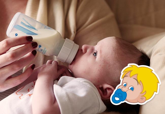 Bambino con il biberon